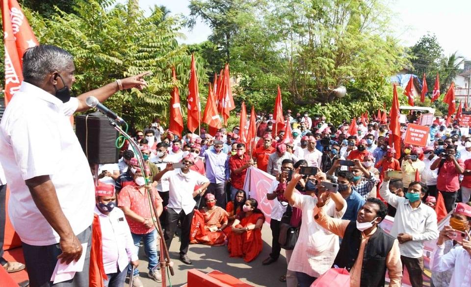 देशातील शेतकरी व कामगारांच्या मूळावर उठलेल्या आणि गरीबांवर अन्याय करणाऱ्या भाजप सरकारच्या मनमानी कारभाराविरोधात शेतकरी कामगार पक्षाने आमदार भाई जयंत पाटील यांच्या नेतृत्वात भव्य आंदोलन केले
